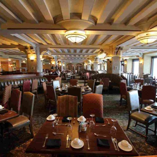 http://summer2.hotel-sites.bookoncloud.com/wp-content/uploads/sites/80/2016/02/interior_07-540x540.jpg
