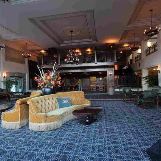 http://summer2.hotel-sites.bookoncloud.com/wp-content/uploads/sites/80/2016/02/interior_14-540x540.jpg